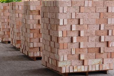 Quels sont les avantages des bûches de bois compressées ?