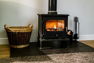 Quel est le meilleur bois de chauffage pour les cheminées à insert ?